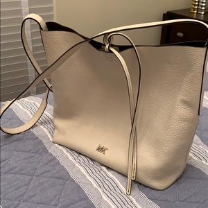 Michael Kors Shoulder bag with adjustable strap ✨